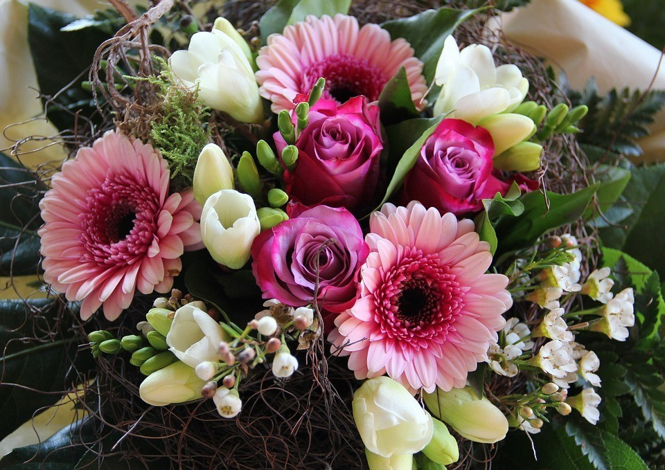 How to make gerbera daisy bouquets